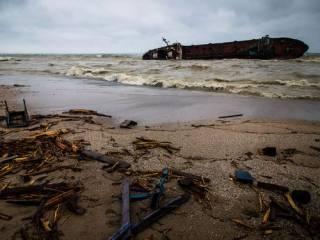У побережья Одессы из-за крушения танкера Delfi назревает экологическая катастрофа