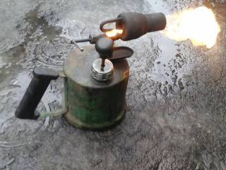 На Киевщине мужчину пытали… паяльной лампой