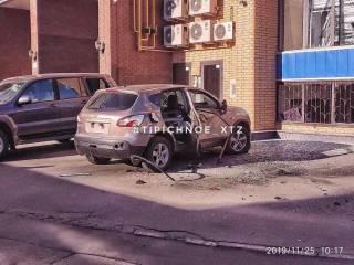 В Харькове взорвали автомобиль с человеком внутри