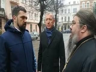 В Черновцах архимандрит УПЦ рассказал представителю Президента о вмешательстве местной власти в дела Церкви