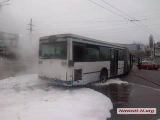 В суровом Николаеве загорелся автобус с пассажирами
