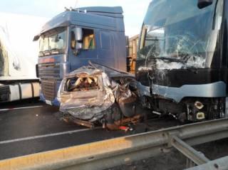 Масштабная авария на Одесской трассе: разбиты 10 машин и автобус, травмированы люди