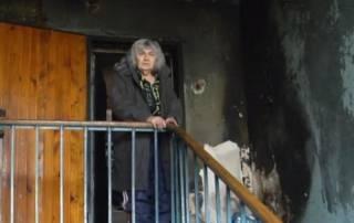 В Запорожье неадекватная старушка чуть не сожгла дом, разложив костер прямо в подъезде