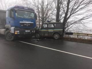 На Ивано-Франковщине полицейский «бобик» влетел под грузовик