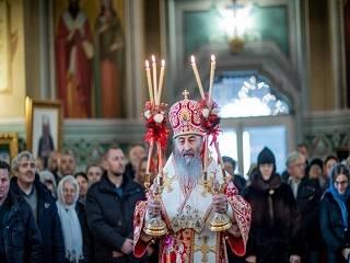 Митрополит Онуфрий рассказал, почему православные празднуют Рождество 7 января