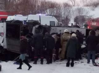 В России автобус упал с моста в реку – погибли 19 человек