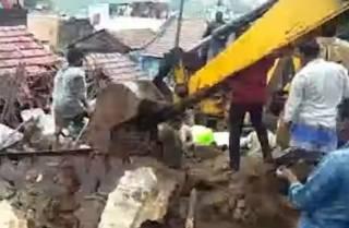 В Индии из-за дождя обрушилась стена – погибло немало людей