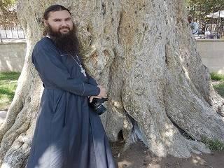Тысячи верующих УПЦ заявили о поддержке задержанного монаха, страдающего наркоманией