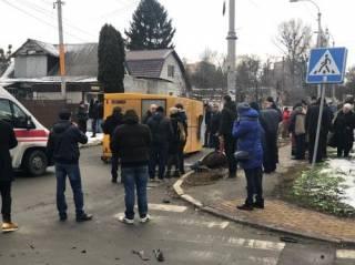 Под Киевом роскошная иномарка перевернула маршрутку с пассажирами – есть жертвы