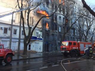 СМИ сообщают о первой жертве масштабного пожара в Одессе