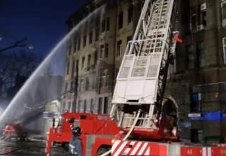В Одессе продолжают тушить пожар в колледже