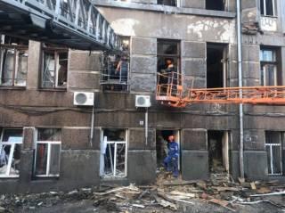 Пожар в одесском колледже до сих пор не потушен