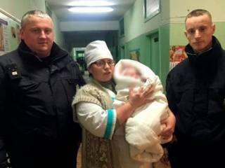 На Херсонщине горе-мать после драки забыла на улице 6-месячную дочь