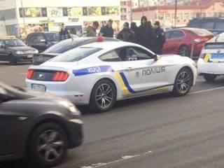 В Киеве поймали горе-блогеров, «рассекавших» по городу на роскошном патрульном «Мустанге»