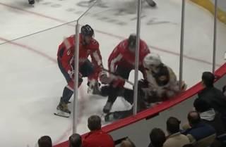 Российский хоккеист едва не убил арбитра во время матча НХЛ