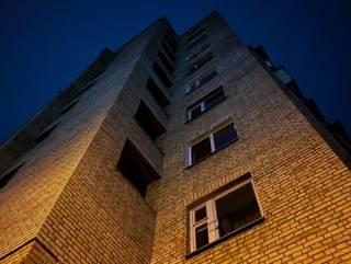 В Киеве трагически погибла 30-летняя женщина – без матери остался маленький ребенок