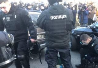 В столкновениях под Верховной Радой пострадали журналисты и полицейские. Прямая трансляция