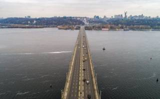 «Вечером ждет коллапс»: В Киеве частично перекрыли мост Патона