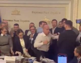 Будни Верховной Рады: Кива чуть не побил Шуфрича, пока Тимошенко разбрасывала бумаги