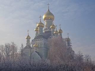 Тысячи верующих УПЦ отмечают престольный праздник Свято-Николаевского собора Покровского монастыря столицы