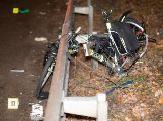 Под Киевом иномарка насмерть сбила семейную пару на велосипедах