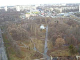 В Киеве возле детской площадки убили молодого парня