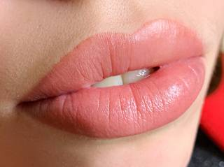 Как и где делать перманентный макияж губ?