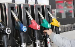Крупнейшие сети АЗС резко снизили цены на топливо