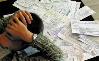 Более полутора миллионов украинцев встречают Новый год с долгами