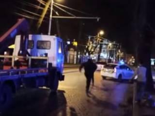 Появилось видео, как дерзкий львовянин умышленно протаранил полицейское авто