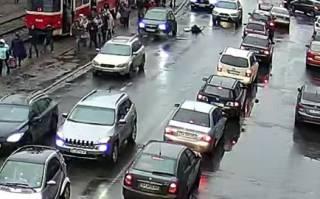 ДТП с женщиной в Киеве попало на видео