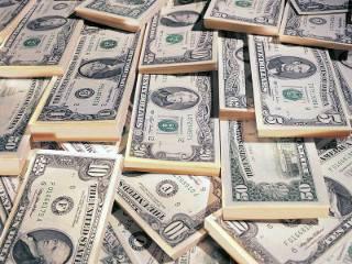 В преддверии Нового года в Украине резко подскочили курсы доллара и евро