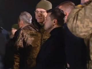 Зеленский лично встретил освобожденных из плена украинцев: как это было