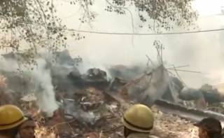 В Индии эпично горел завод: пострадали пожарные