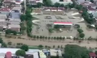 Жертвами наводнения в Индонезии стали десятки людей