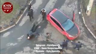 Заблокировавшая «скорую помощь» легковушка стала причиной драки в киевском спальнике