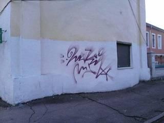 В Нежине вандалы разрисовали стену колокольни Благовещенского монастыря УПЦ
