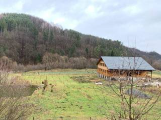 «Казак Гаврилюк» построил «домик» у водопада на берегу озера