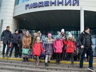 УПЦ 6-9 января дарит праздник школьникам Донбасса – акция «Рождество. Люди вместо войны. Дети Донбасса»