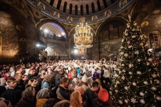 В Киево-Печерской лавре тысячи верующих УПЦ отмечают праздник Рождества Христова