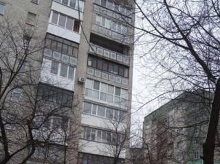 В Луцке две девочки случайно выпали с балкона многоэтажки