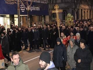 В Сербии тысячи верующих совершили молитвенное шествие в защиту Церкви в Черногории