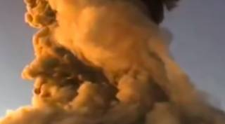 В Мексике эпично извергался вулкан Попокатепетль