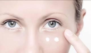 Как пользоваться кремом вокруг глаз
