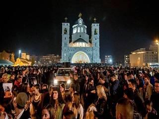 В Черногории тысячи верующих совершили протестные шествия-молебны