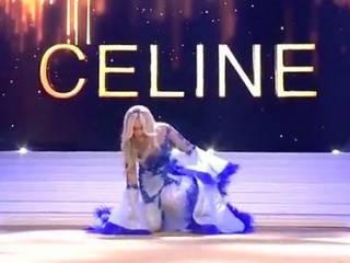 Появилось видео, как королева красоты прямо на сцене осталась без бюстгальтера