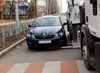 В Киеве появились турецкие эвакуаторы необычной конструкции