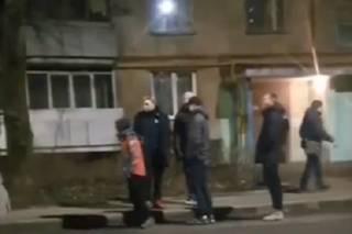 В Харькове банда малолеток громила машины