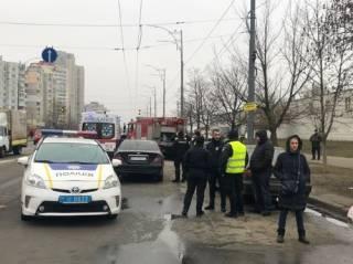 В Киеве Opel на скорости протаранил легковушку и перевернул грузовую «Газель»