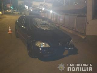 В Одессе пьяный коп за рулем протаранил шлагбаум и сбил пешеходов